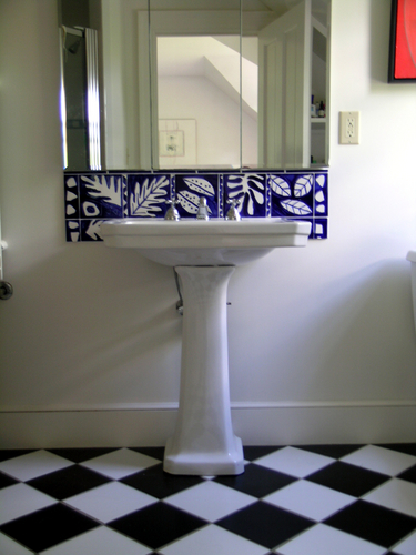 Majolica tile bathroom