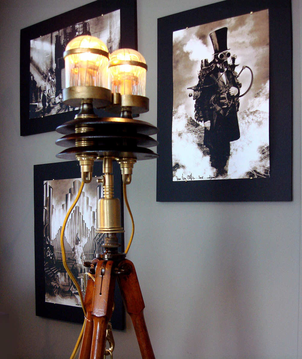 """Focault's Pendulum"" Steampunk Tripod Floor Lamp (large view)"
