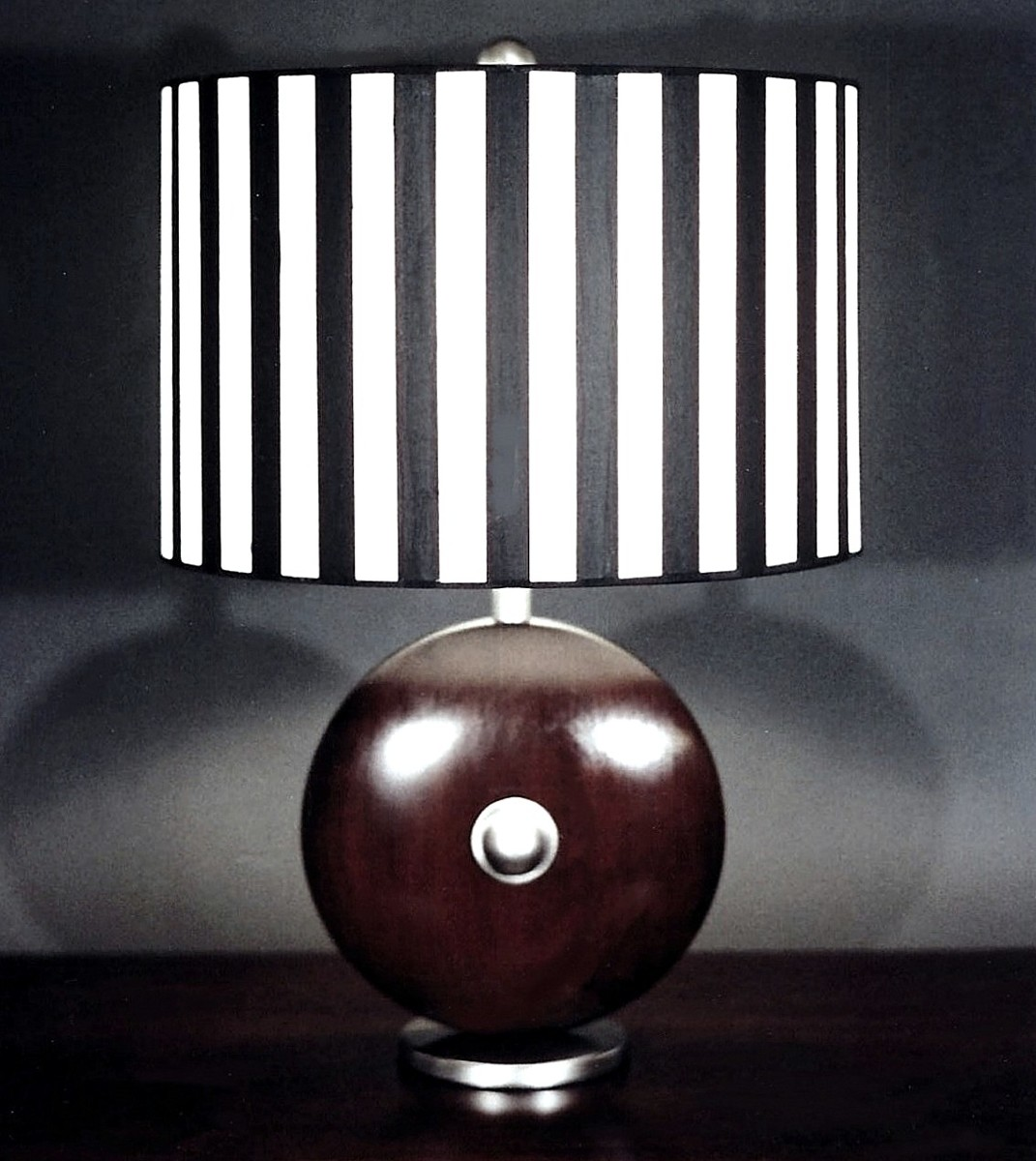 Black+White Table Lamp (large view)
