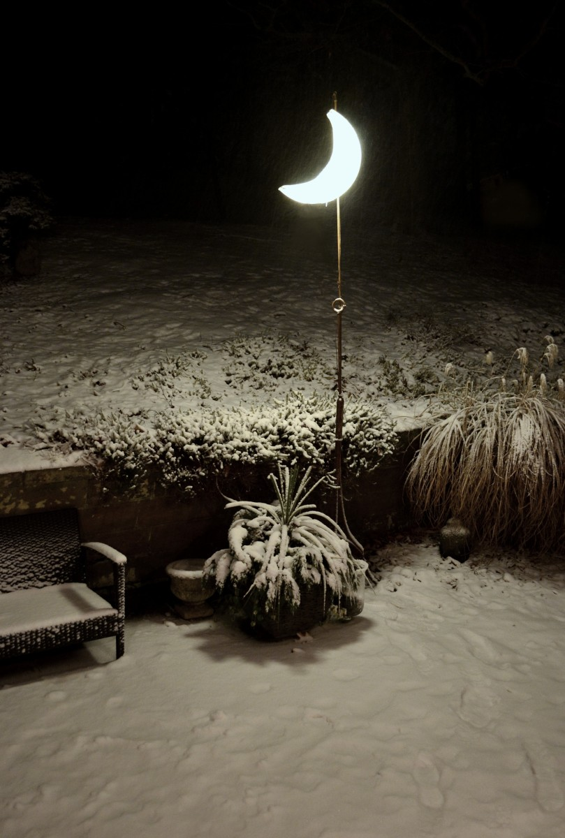 MOON TOWER. Glowing Crescent Moon-outdoor floor lamp (large view)