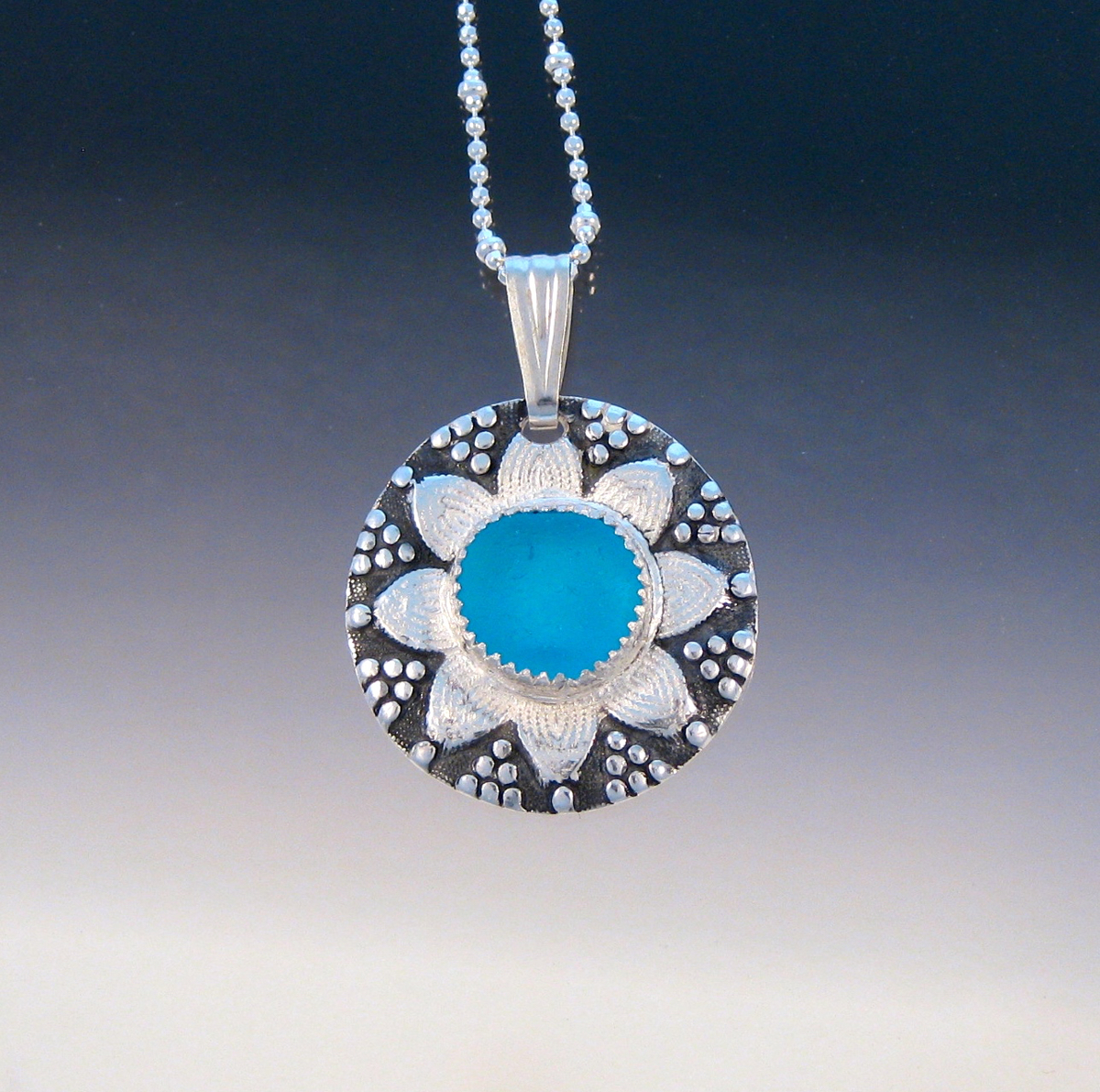 P4468 - Amazing Turquoise sea glass button pendant (large view)