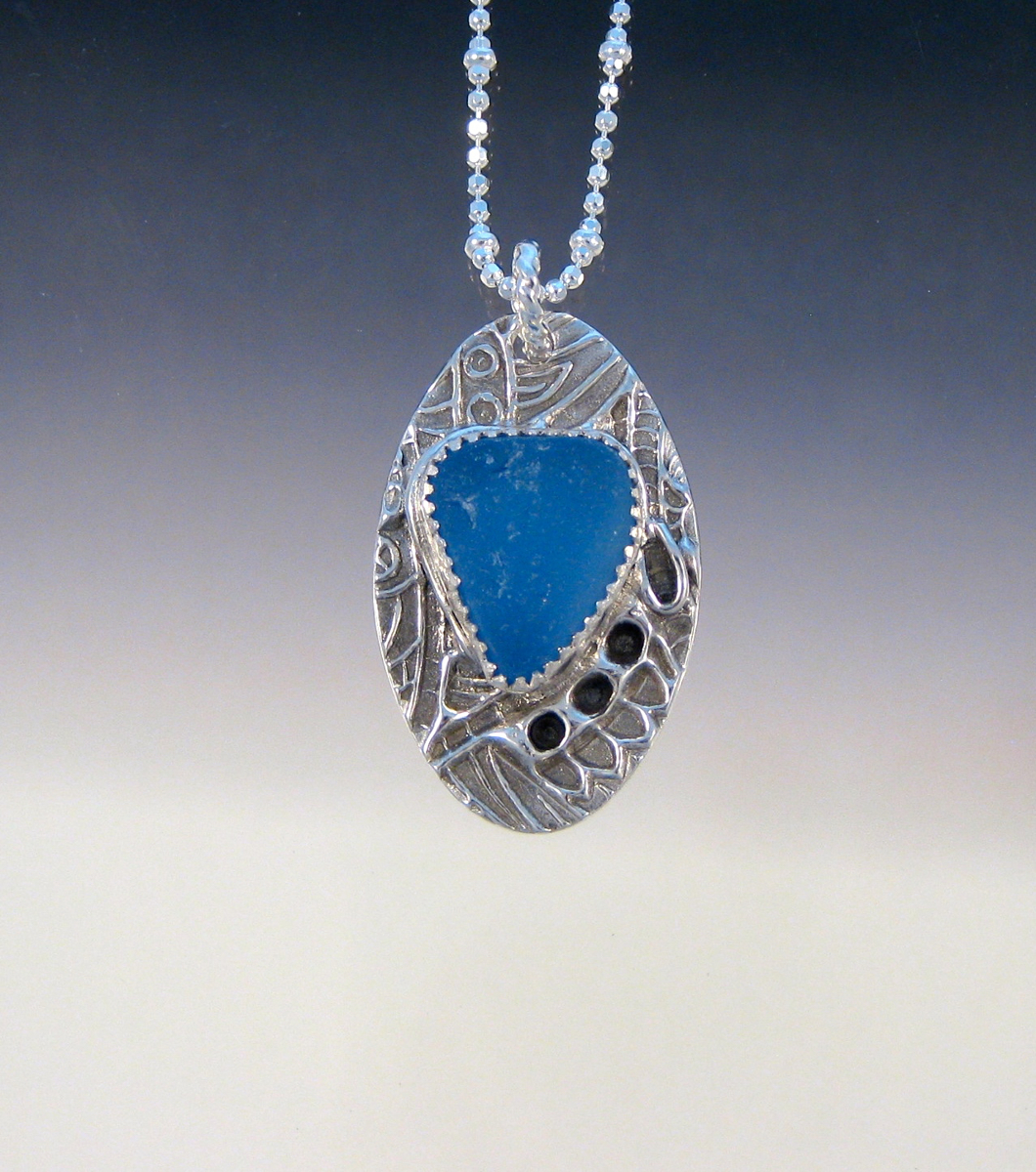 P4858 - Cornflower oval pendant (large view)