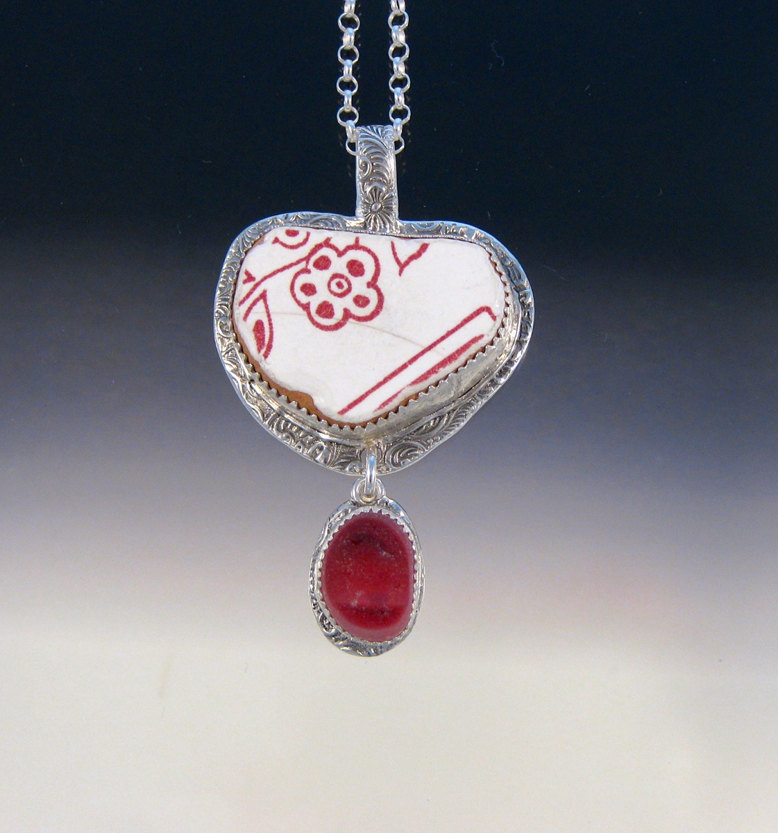 P5053 - The Perfect Valentine pendant (large view)