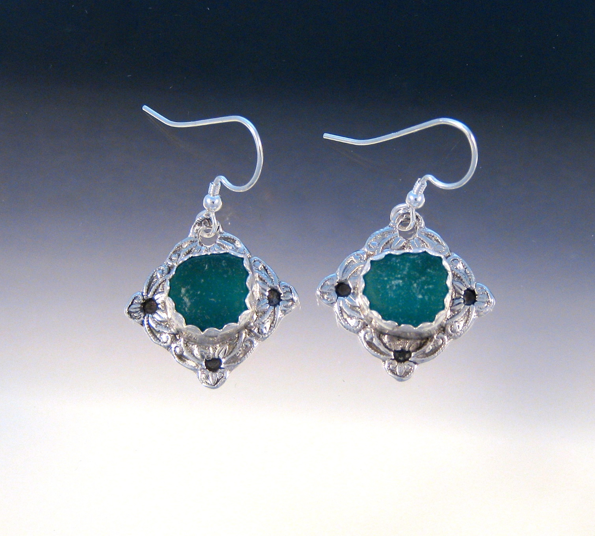 E978 - Teal in vintage button earrings (large view)
