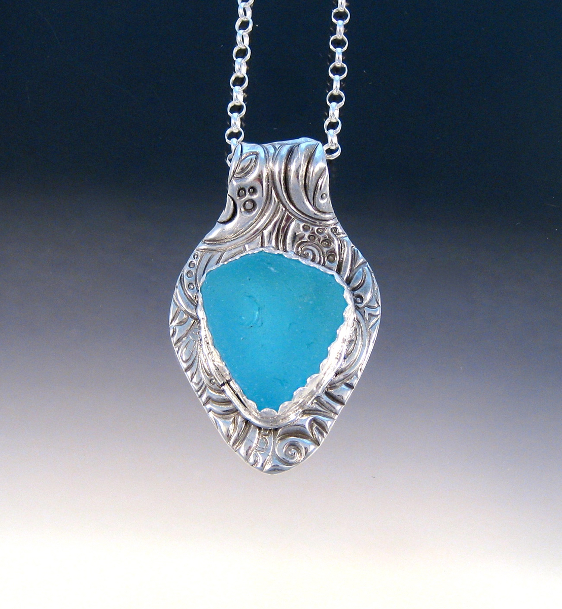 P5252 - Bright baby blue sea glass pendant (large view)