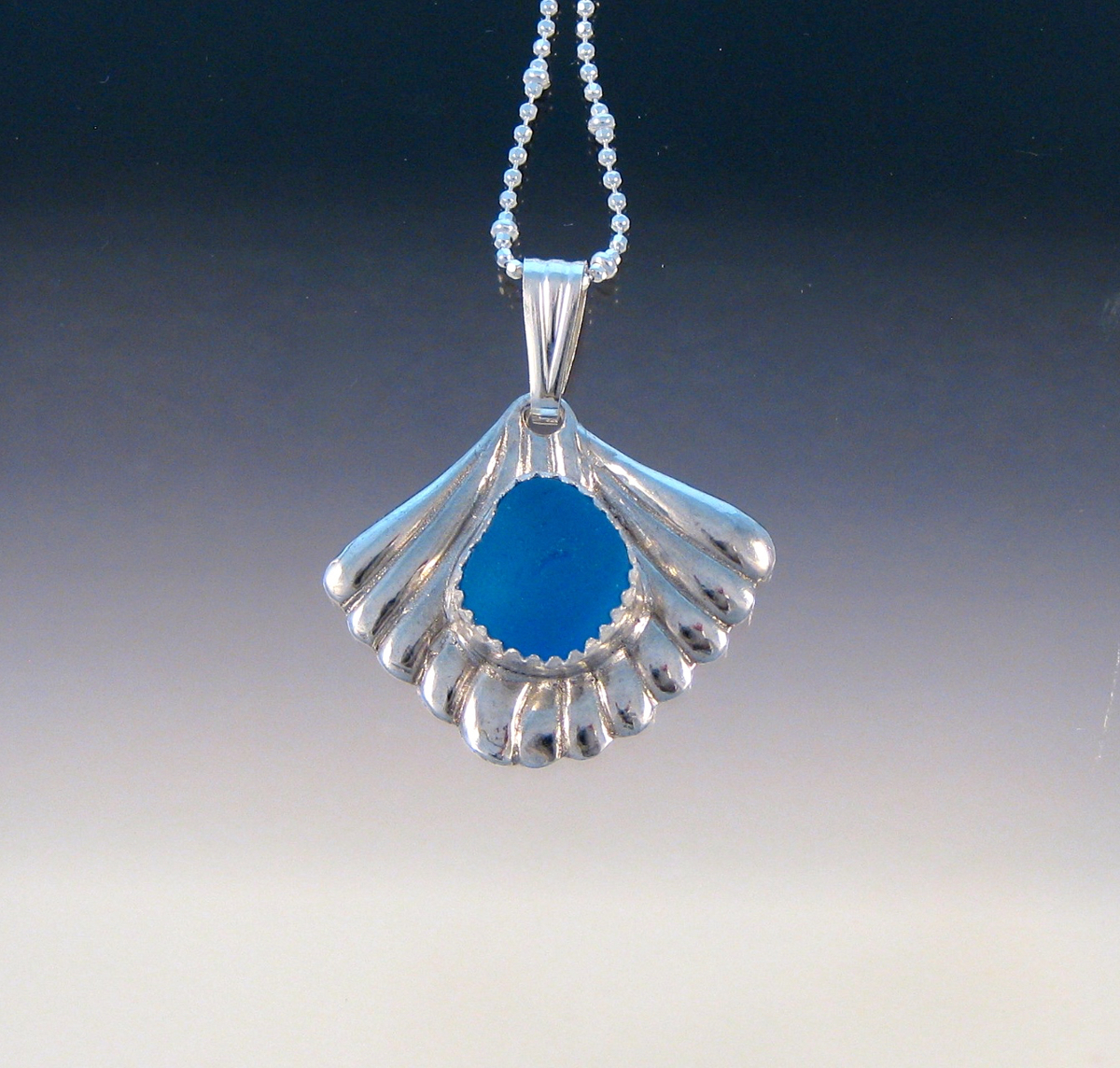 P5256 - Fan Pendant with bright blue (large view)