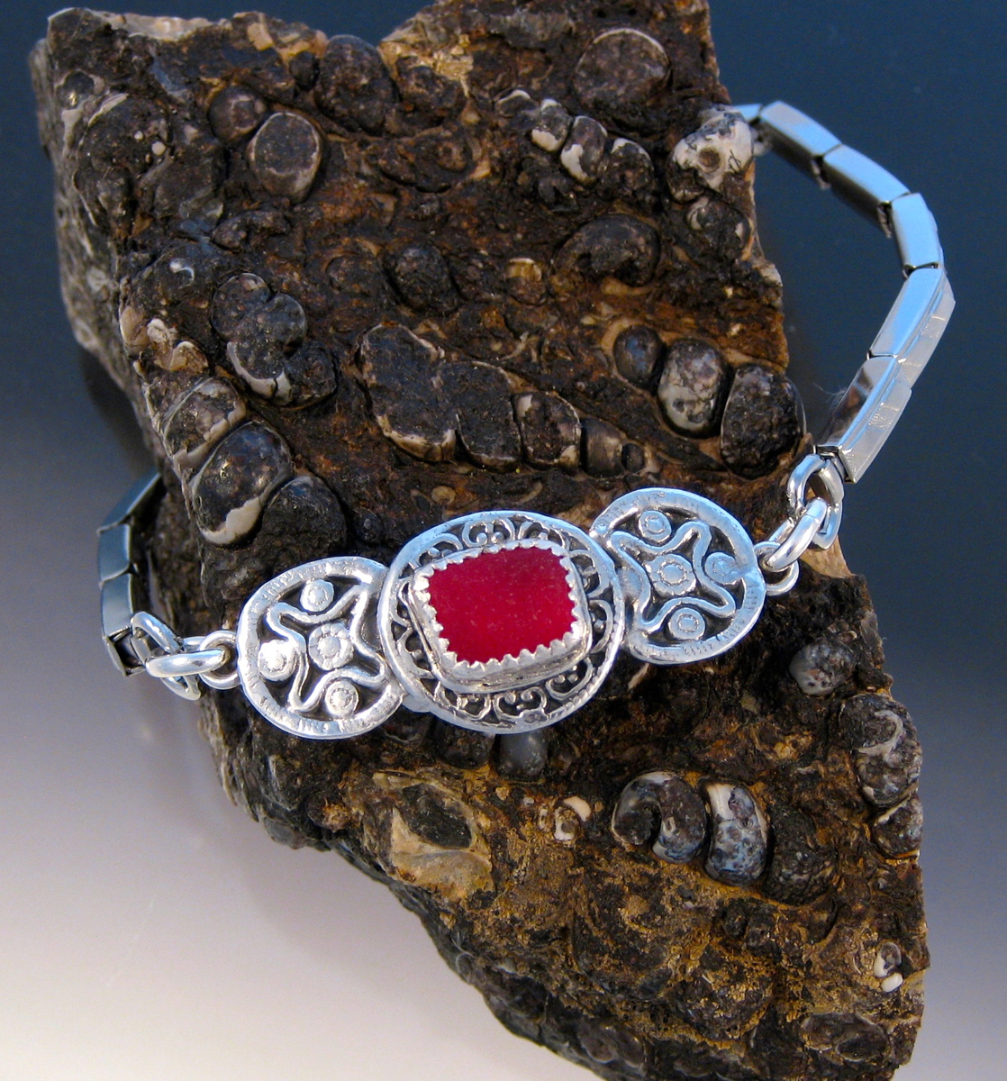 B241 - Rare bright red in vintage button bracelet (large view)