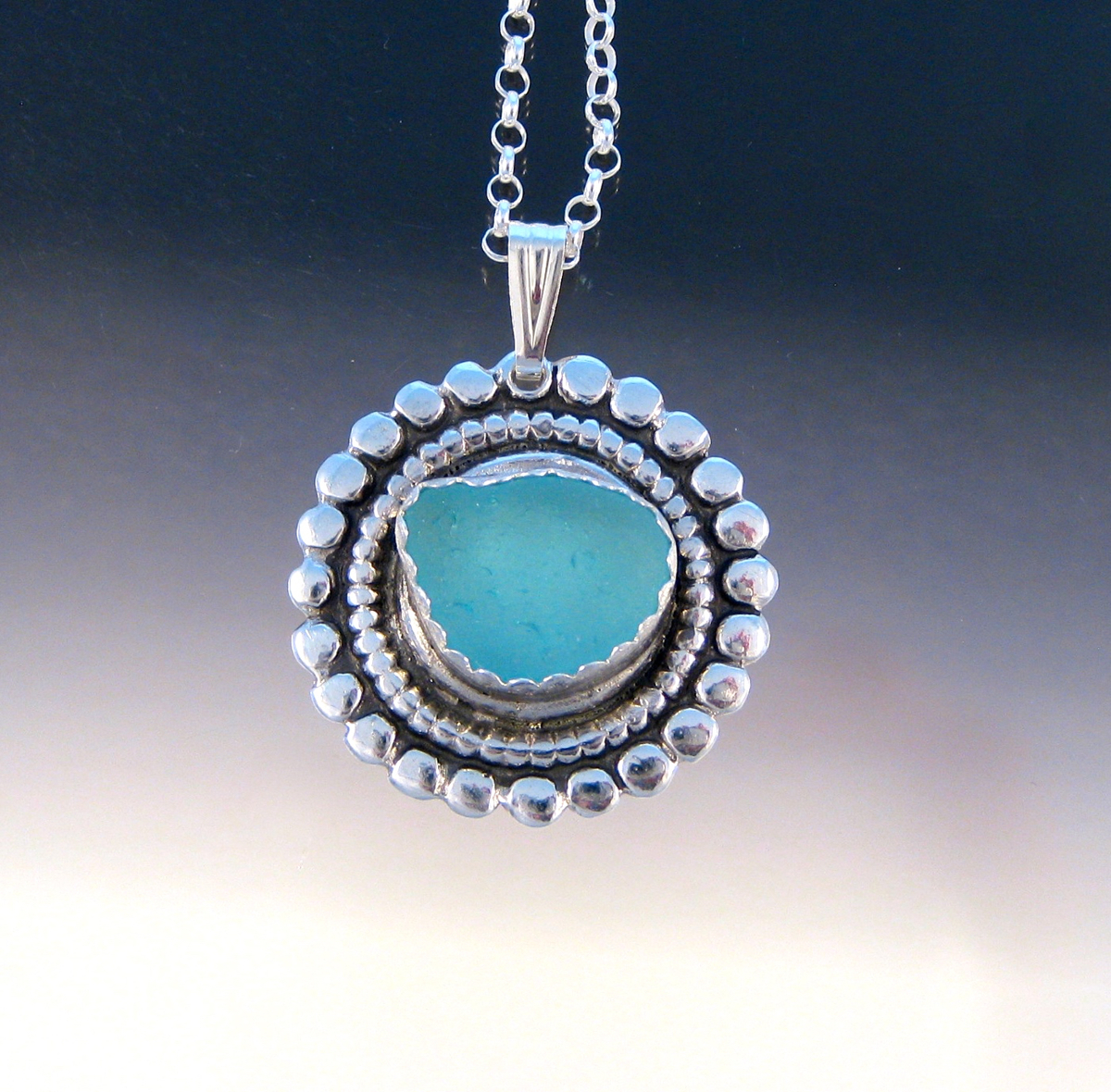 "P5302 - the ""Caviar"" pendant with icy blue (large view)"