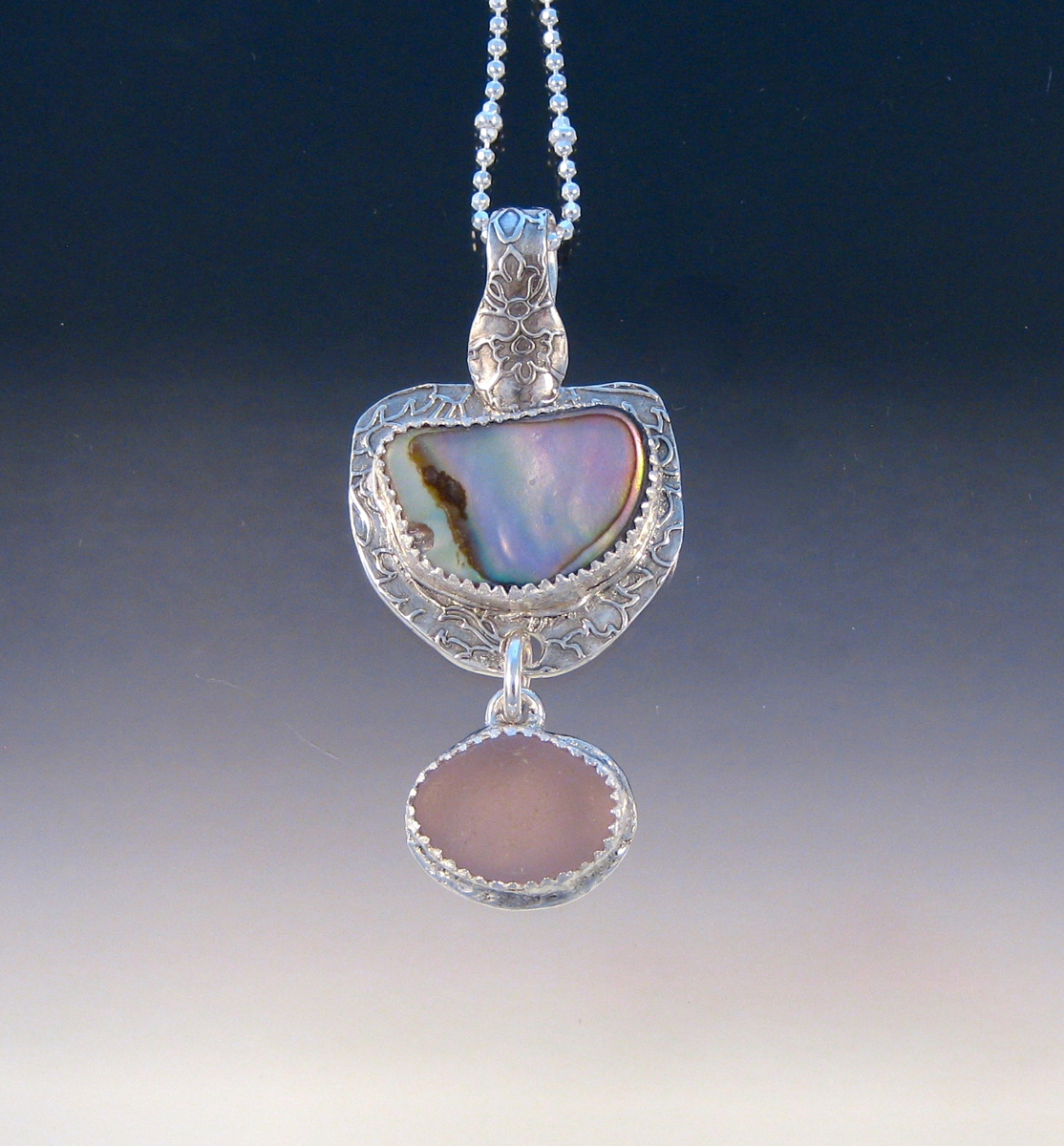 P5527 - Glowing abalone and lavender sea glass (large view)