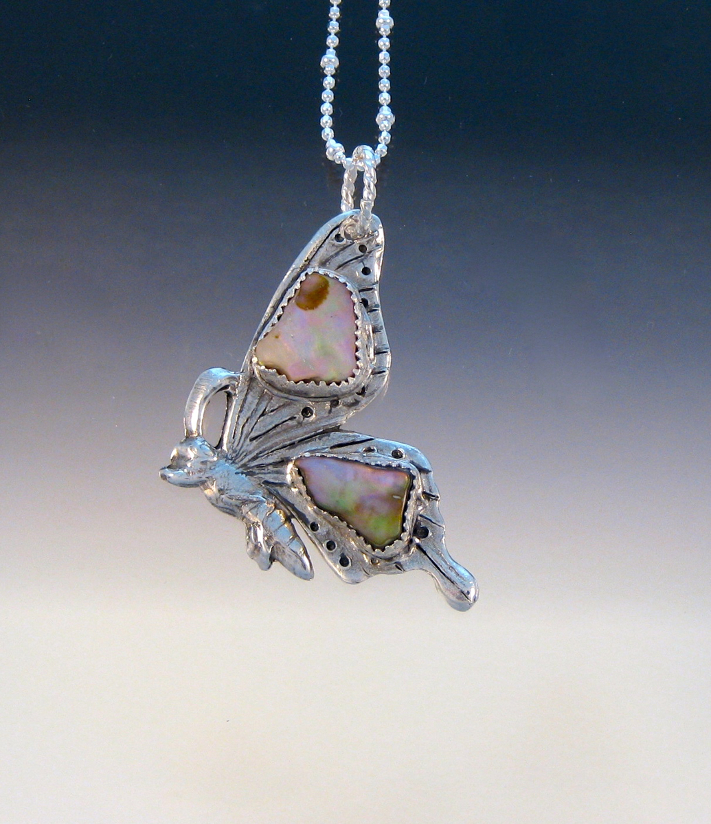 P5547 - Abalone butterfly pendant (large view)
