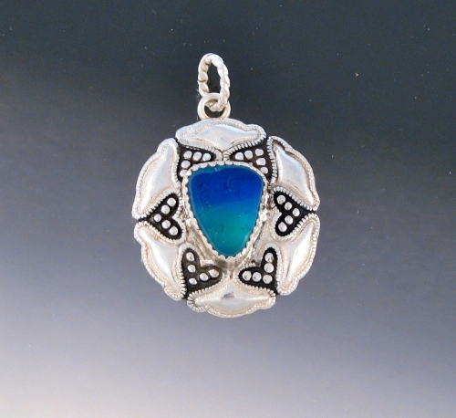 My totally cool flash glass pendant (large view)