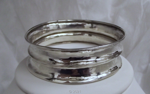 'Line + Circle Bangle' by D. Carrion