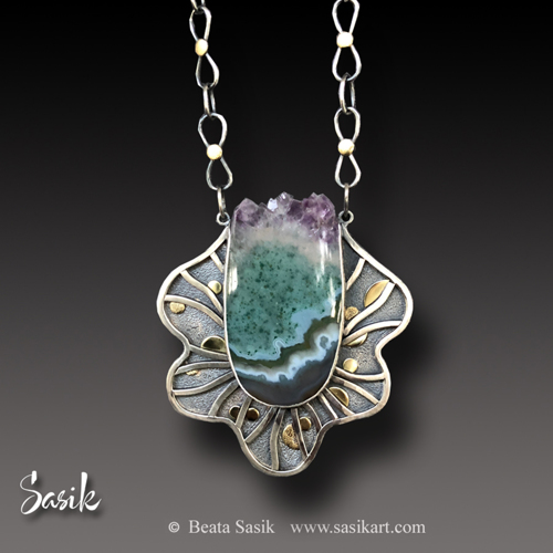 CROWNED AGATE NECKLACE