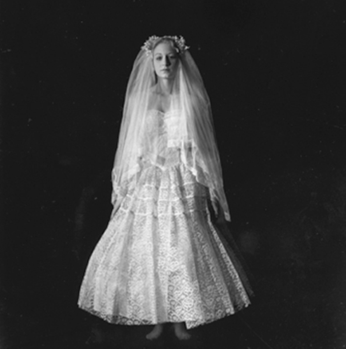 Amber In Vintage Wedding Dress As Frida (large view)