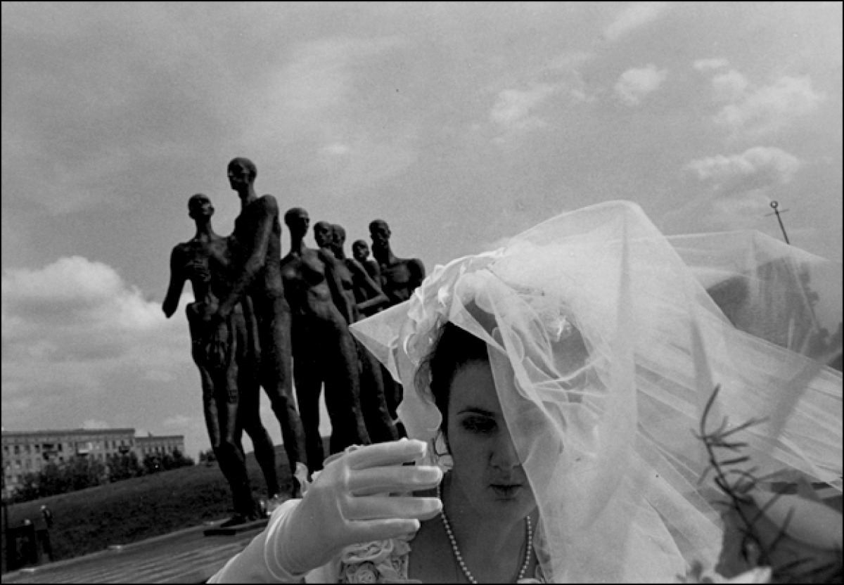 Bride and People's Tragedy Scupture, Moscow, Russia, 1997 (large view)