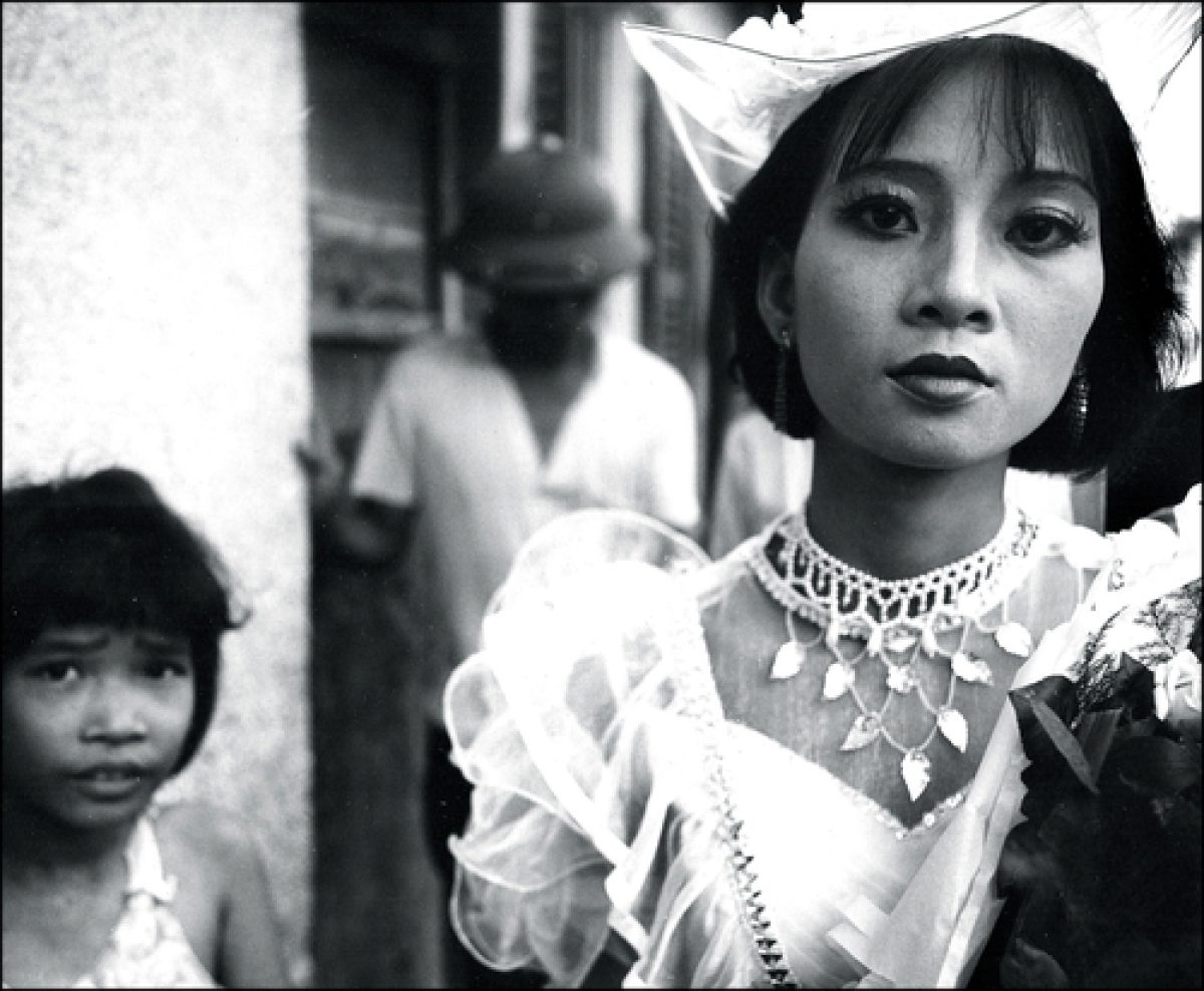 Bride and Child, Hanoi, Vietnam, 1990 (large view)