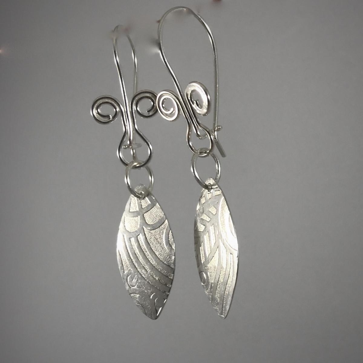 Kinetic Patterned Silver Leaf Drop Earrings90 (large view)