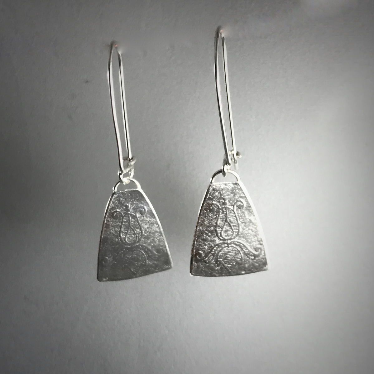 Swinging Trapezoid Earrings (large view)