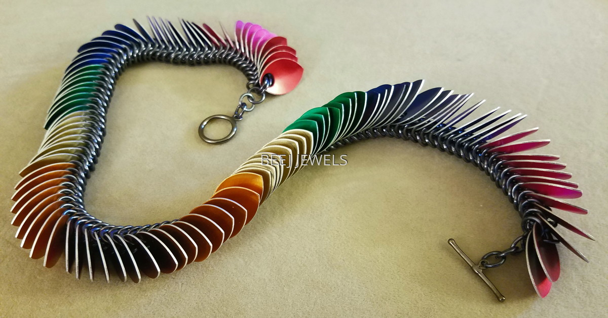 Anodized Aluminum Multi-Colored Scale and Box Chain Necklace - GIENAH CYCGNI (large view)