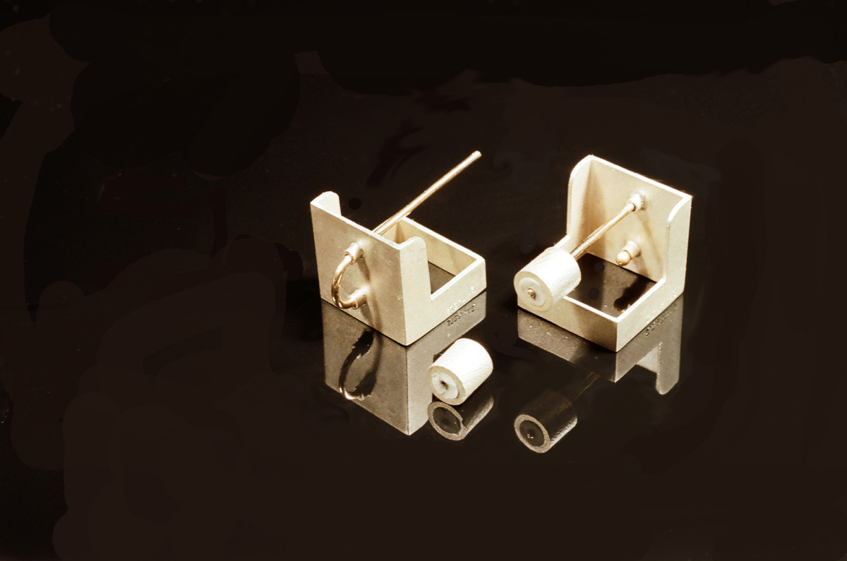 cube earring (large view)