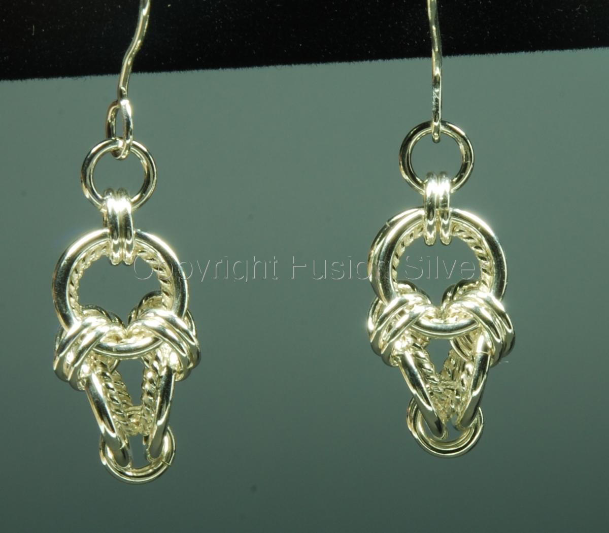 Polyhedron earrings with twisted wire (large view)