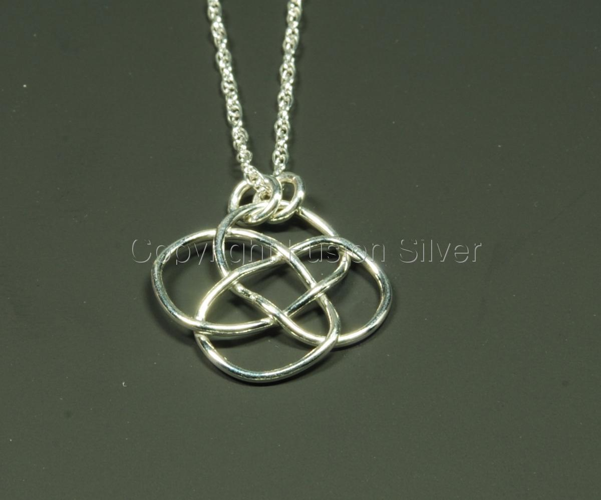 Flat turk's head knot pendant (large view)