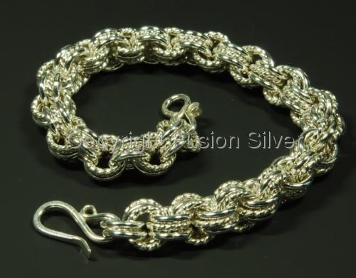 3 in 3 Chainmaile bracelet with twisted wire (large view)
