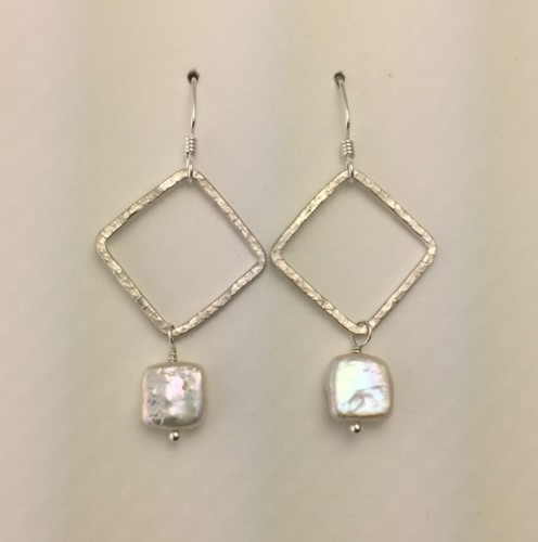 Shiny Wire Earrings with Square Pearls