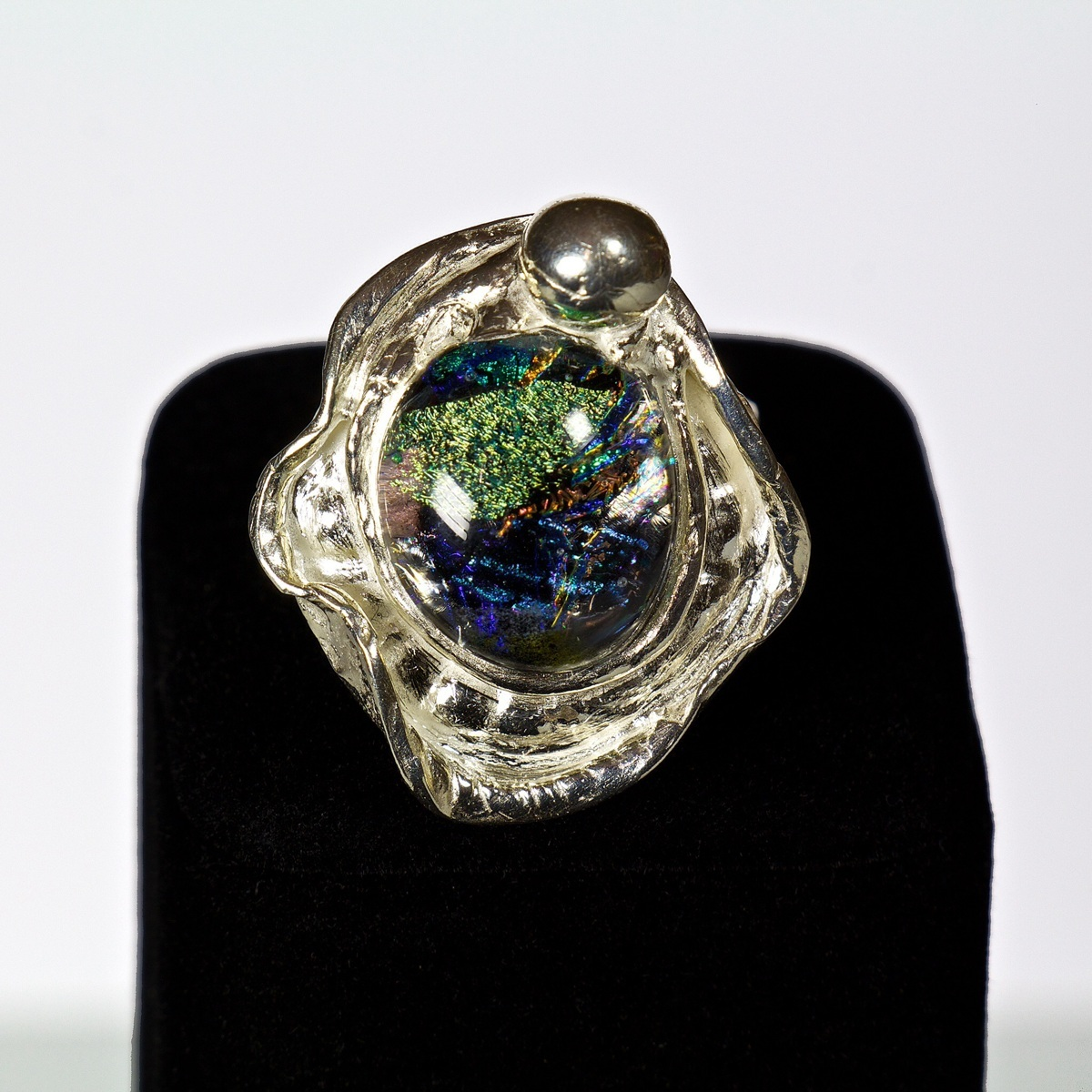 Large dichroic ring (large view)