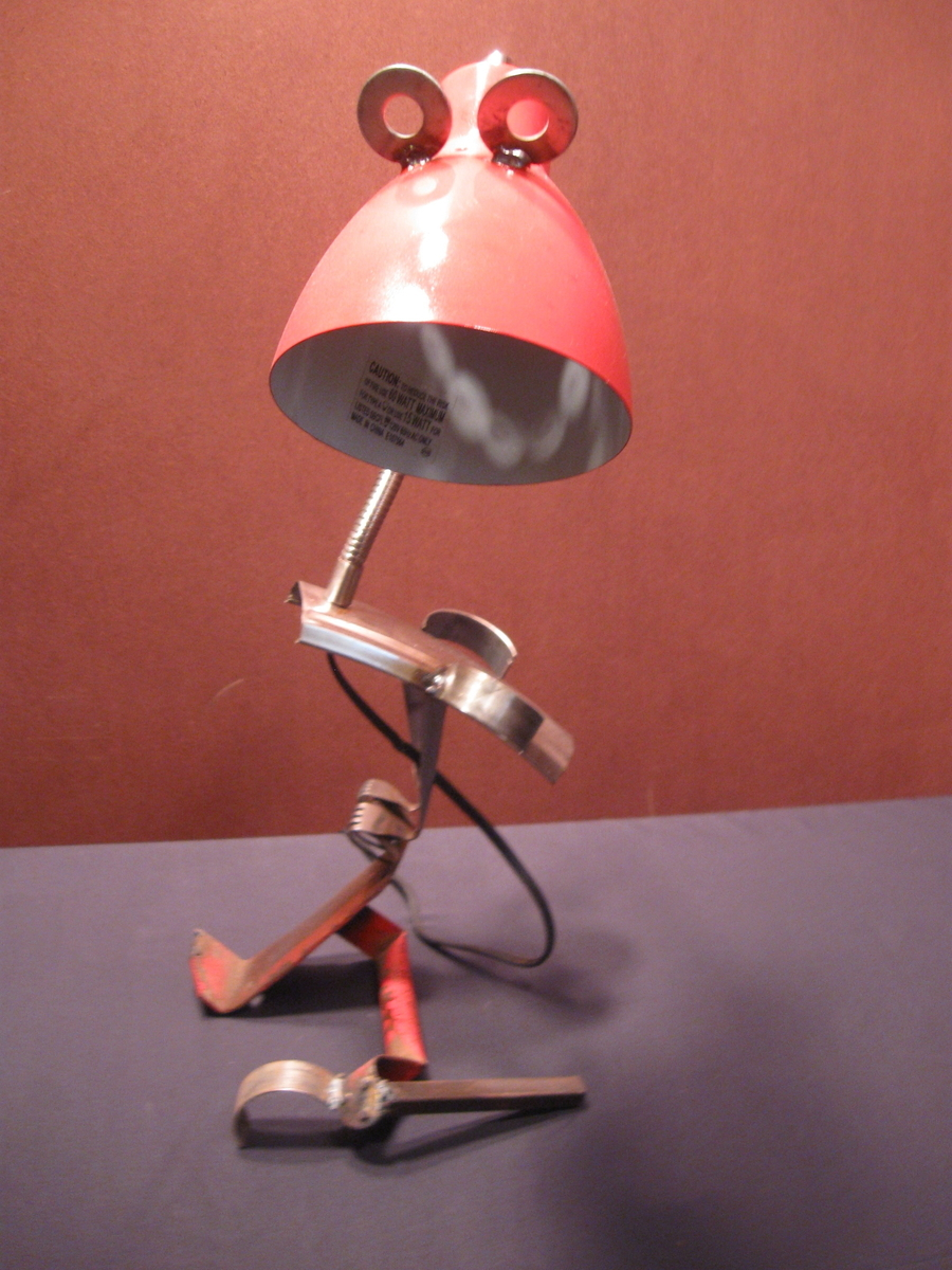 standing red bird lamp (large view)