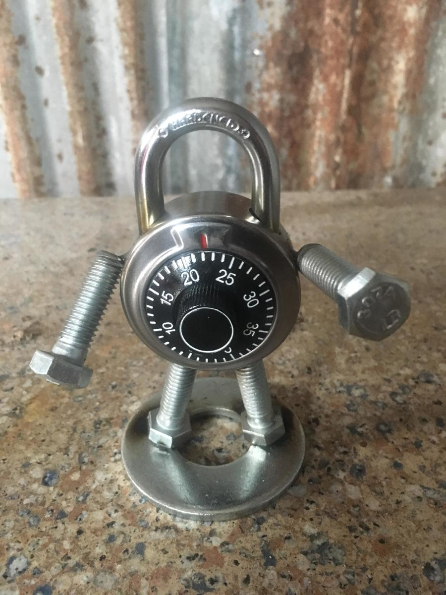 Combo lock (large view)