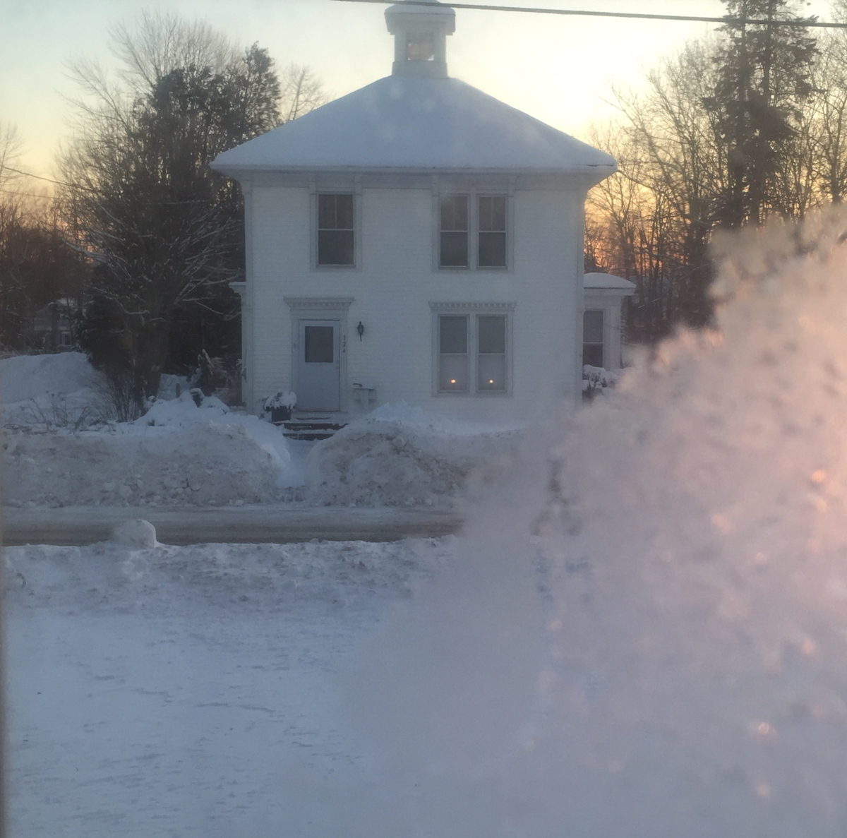 2.1 Two lights cold dawn white house (large view)