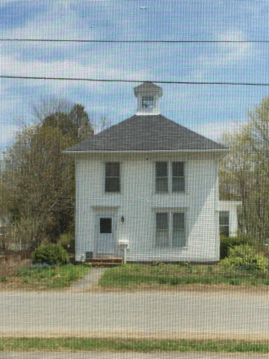 5.10 Spring greening white house (large view)