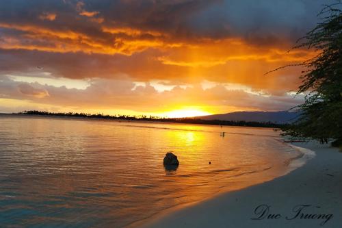 A Perfect Sunset at Kamehamea Beach (Oahu, Hawaii)