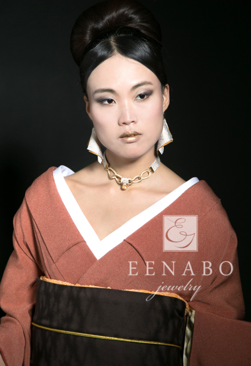Chic Traditional Japanese Kimono Necklace and Earring Set, Beige and Gold Kimono and Swarovski Crystal Necklaced (large view)