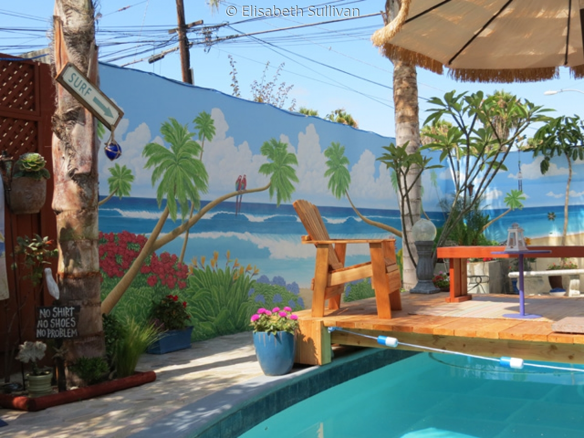 tropical mural on patio walls (large view)