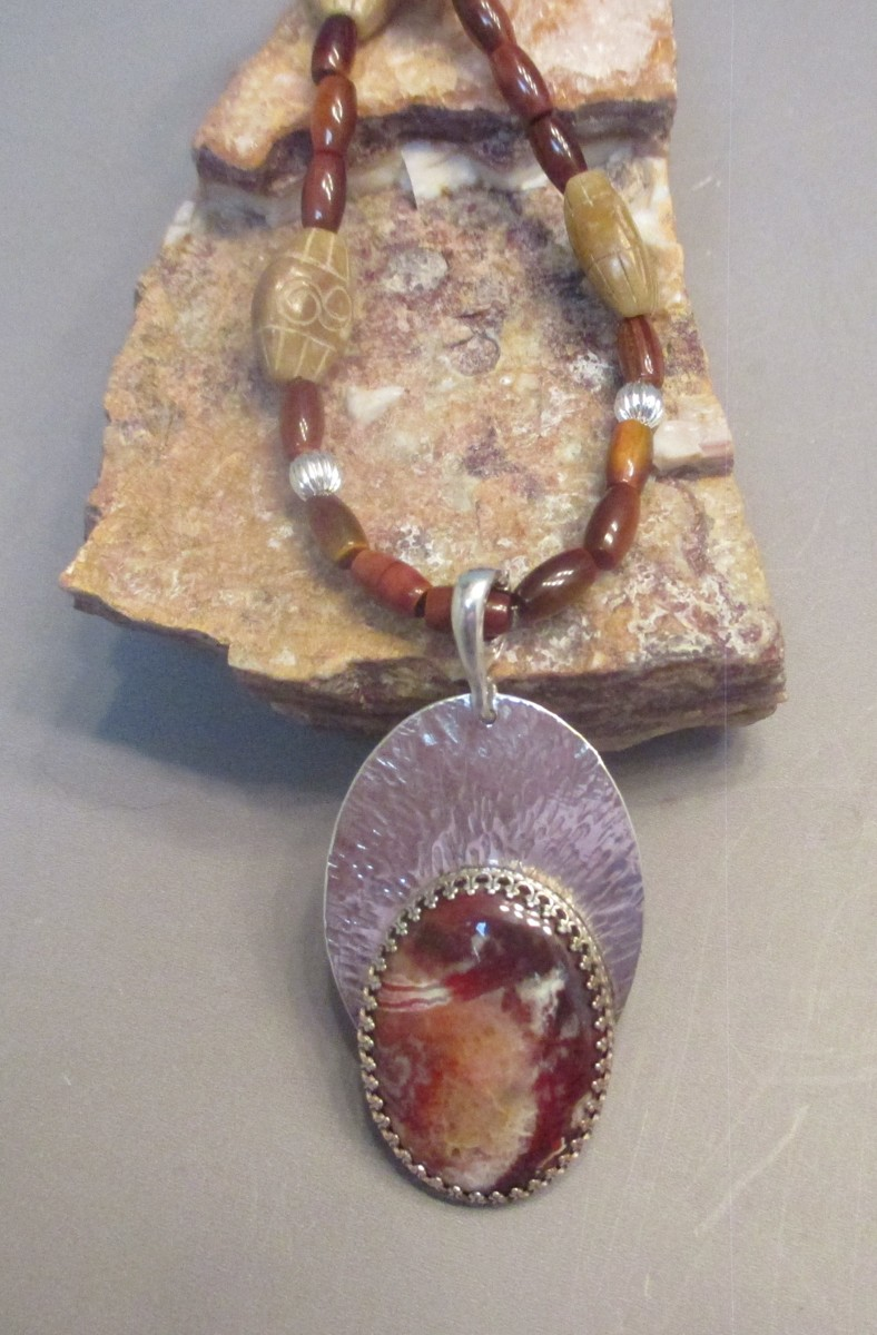 Laguna Lace Agate Necklace (large view)