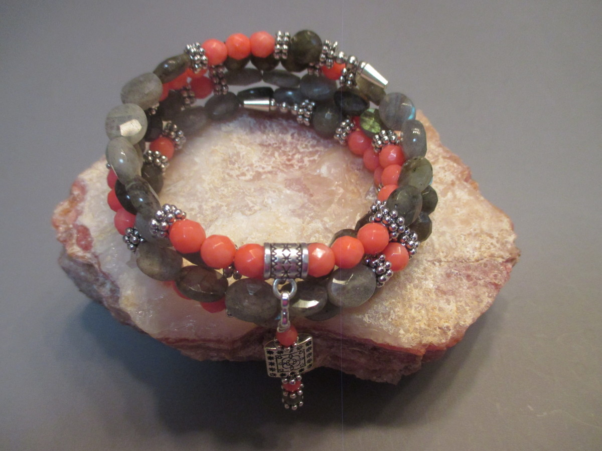 Coral and Labbradorite Beaded Bracelet (large view)