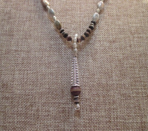 Silver Leaf and Roune Line Pattern Agate Necklace (large view)