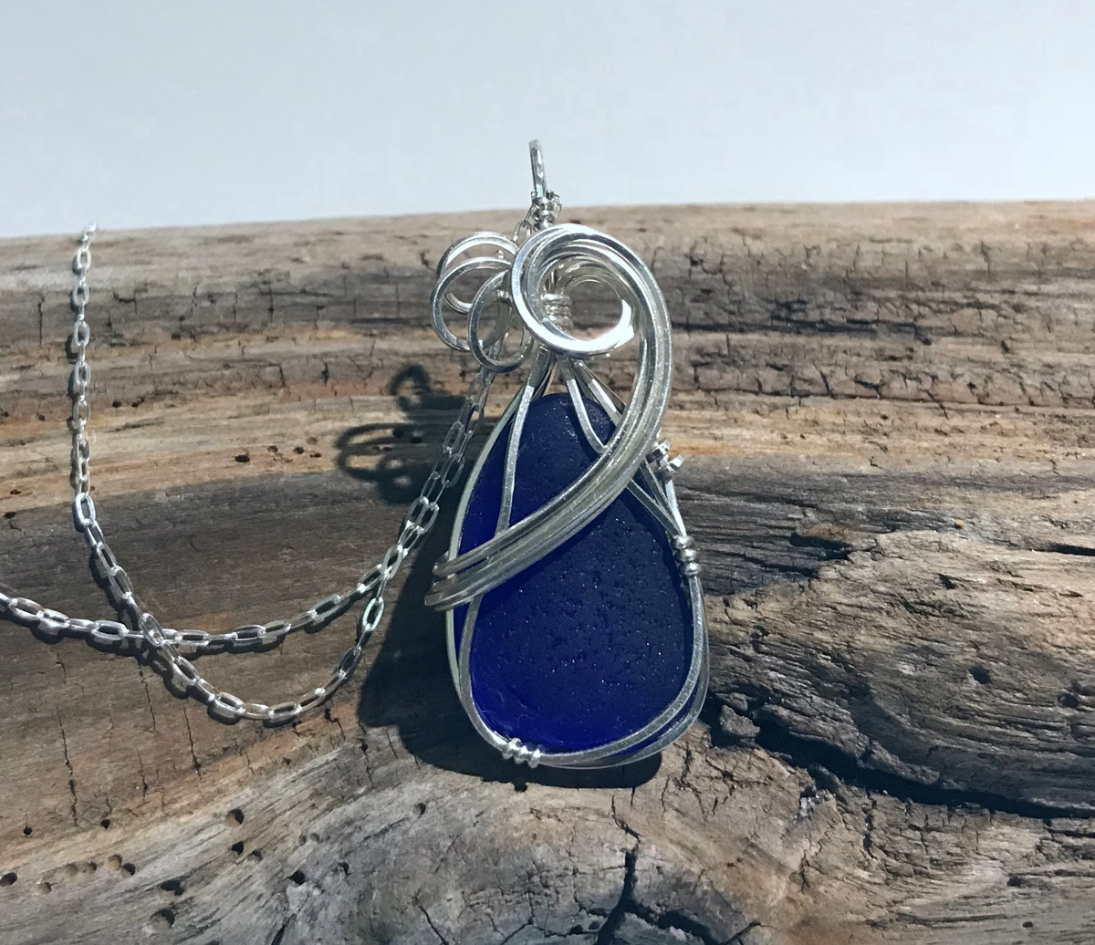 Blue Fade Necklace (large view)