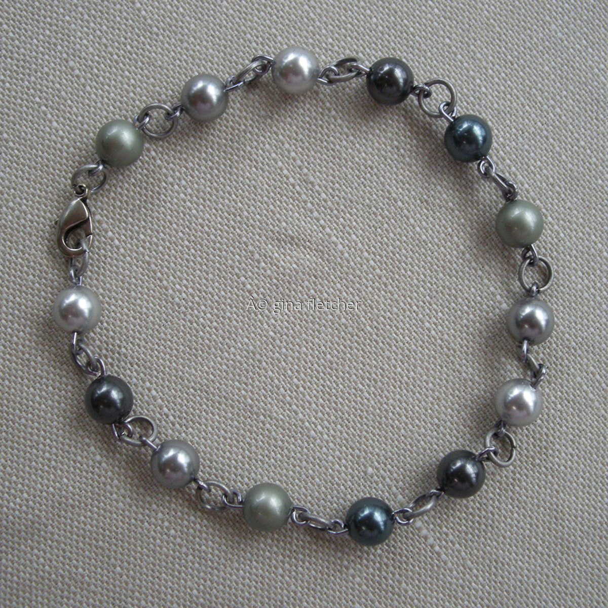 pearl bracelet (large view)