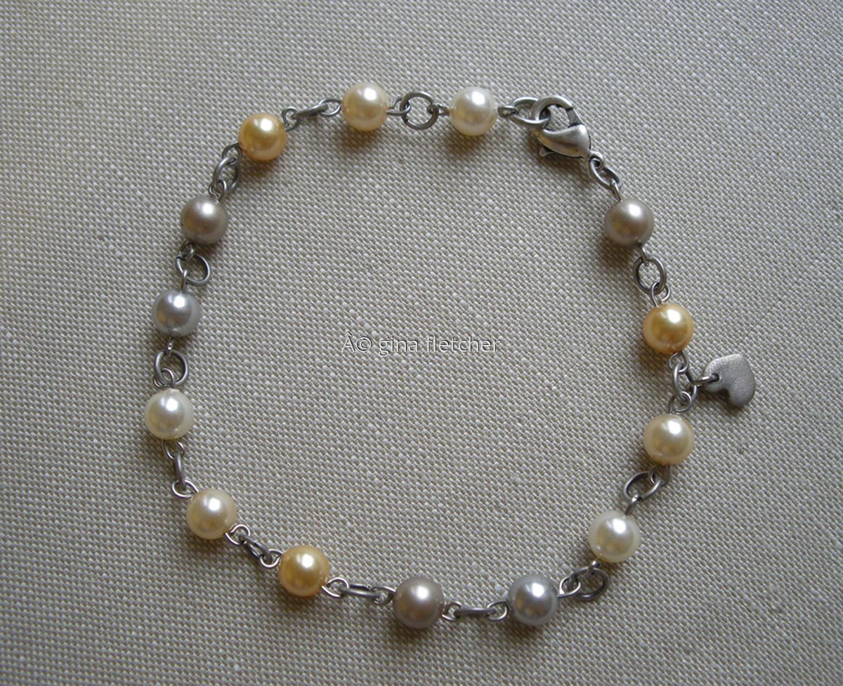 pearl bracelet . . . #001 (large view)