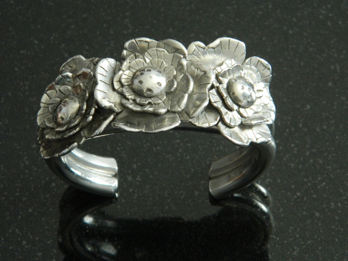 Three flower cuff (large view)