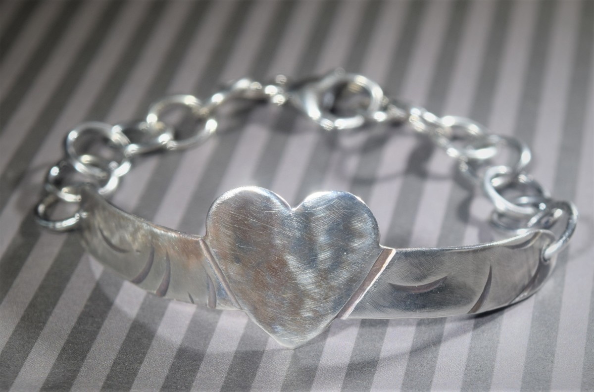 Small heart bracelet (large view)