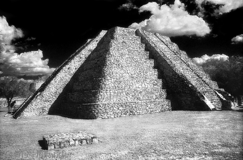 Pyramid at Mayapan (large view)