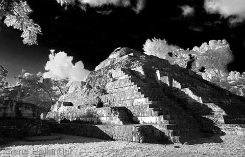 Temple at Yaxcha, Guatemala (large view)