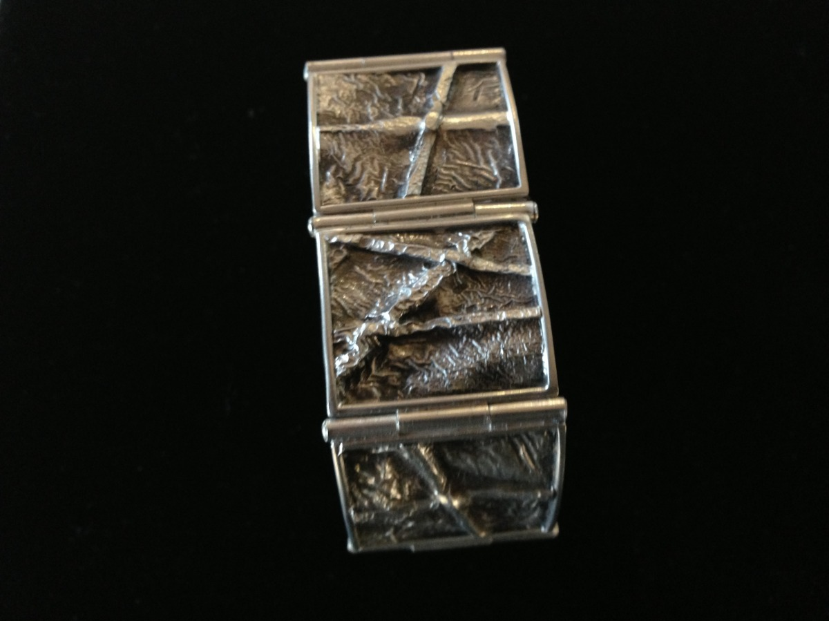 STERLING SILVER HINGED BRACELET FOLD FORMED, RETICULATED AND FRAMED WITH BOX CLASP  (large view)