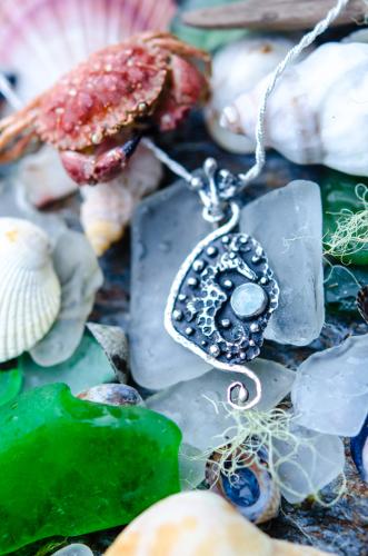 Seahorse Aquamarine Pendant