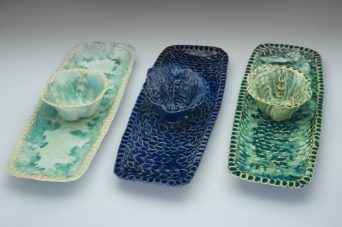 Trays with buttercup bowls