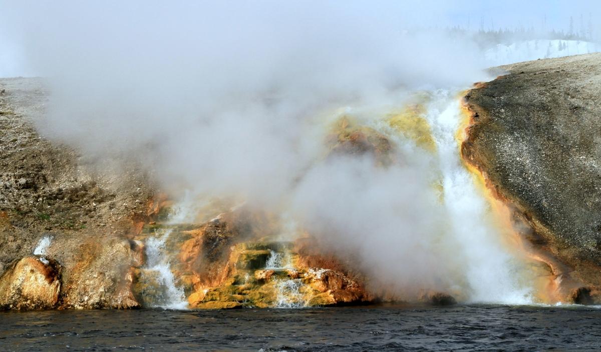 Lava geology - Yellowstone (large view)